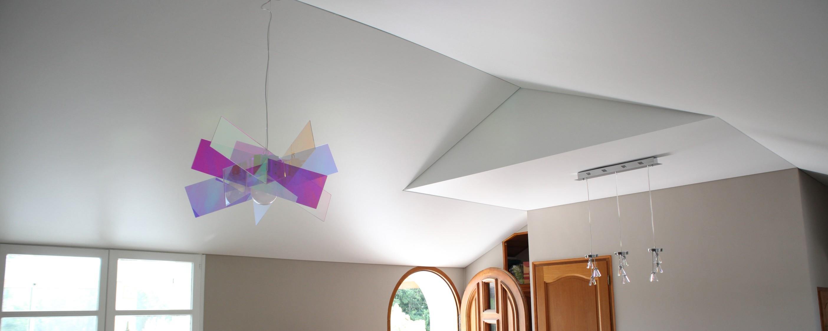 plafond rampant plafond tendu blanc mat rampant je sais pas par ou commencer pour un plafond. Black Bedroom Furniture Sets. Home Design Ideas