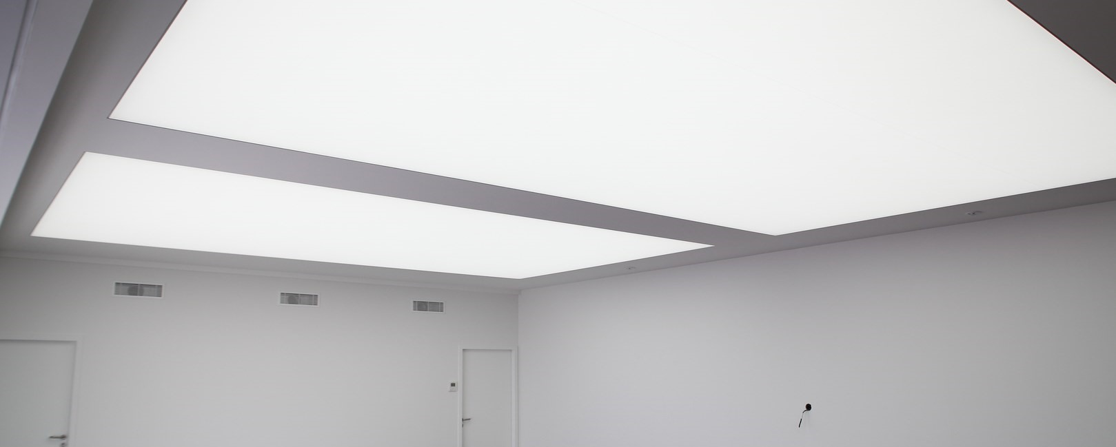 drome plafond tendu menuiseries agencements plafond tendu. Black Bedroom Furniture Sets. Home Design Ideas